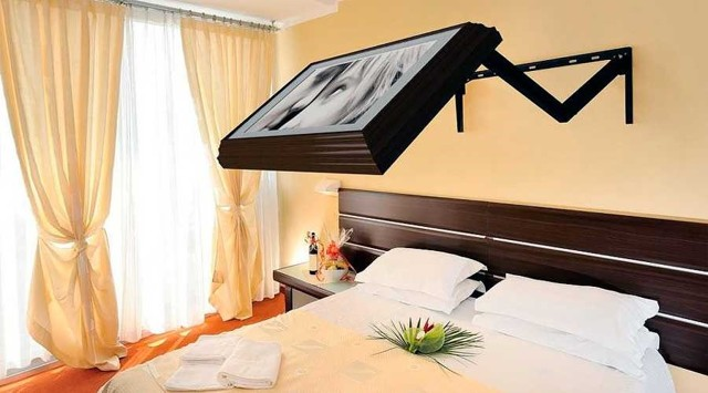 На какую высоту нужно вешать телевизор — подробная инструкция